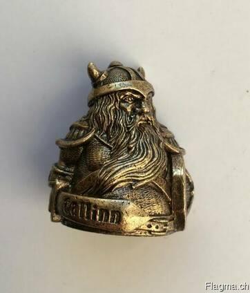 Bronze souvenirs. Statuettes, thimbles, trinkets, keychains.